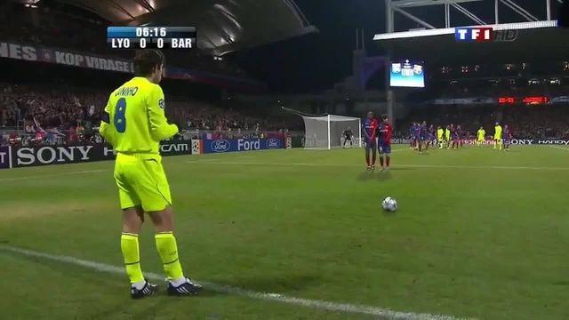 Juninho avant son coup-franc face à Barcelone